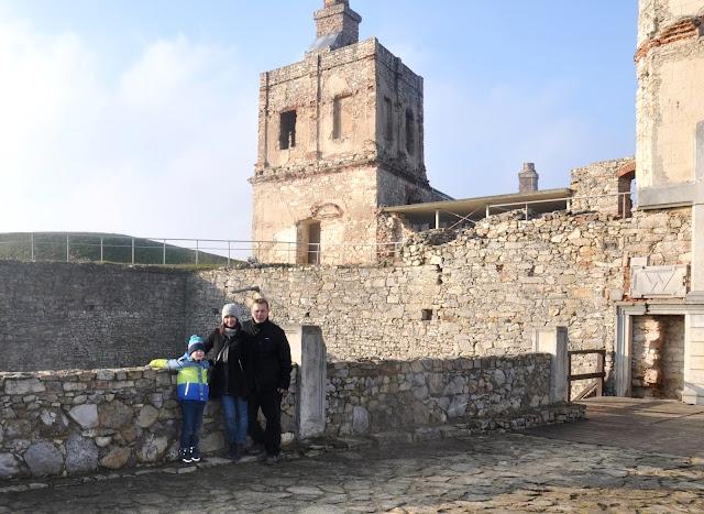 ujazd, krzyżtopór, zamek