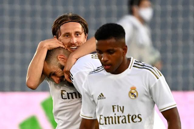 """Real Madrid vô địch La Liga lần thứ 34: Rực rỡ Zidane và """"gà son"""" Benzema 4"""