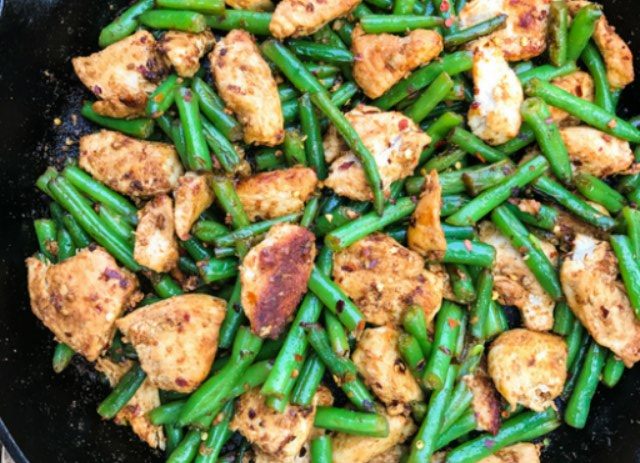 Garlic Crushed Red Pepper Chicken Stir Fry #healthy #lowcarb