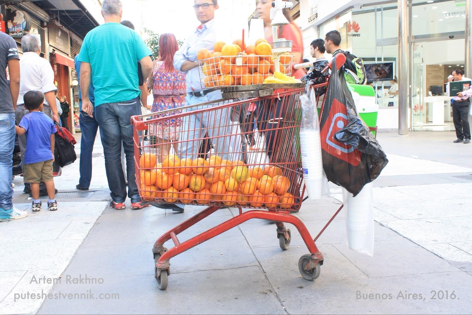 Тележка с апельсинами в Буэнос-Айресе