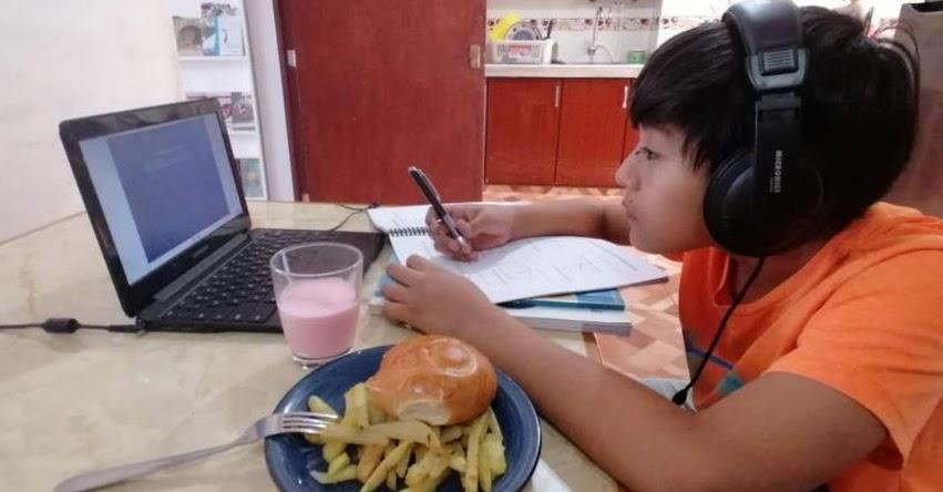 Comer frente a la computadora afecta salud y resta concentración al estudiante, advierte nutricionista Saby Mauricio