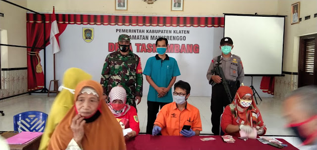 Pengamanan Pembagian BST Di Manisrenggo oleh TNI POLRI