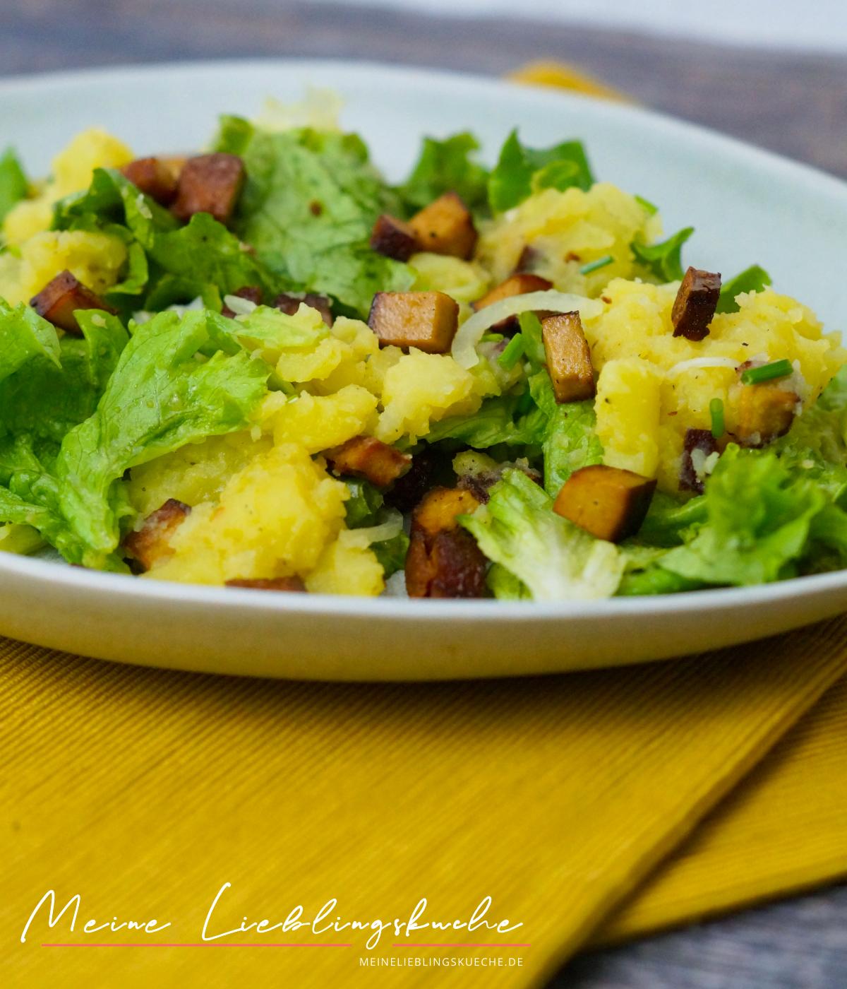 veganer Kartoffelstampf mit Endivien Salat und Räuchertofu