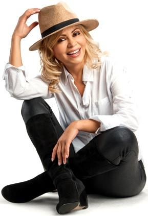 Foto de Gisela Valcárcel posando con sombrero