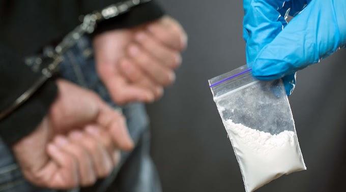 Cipőbe rejtették a szolnoki rendőrök elől a kábítószert