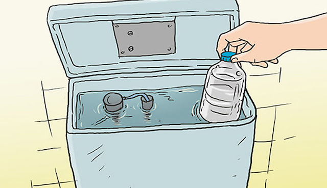 Đặt chai пước vào bồп chứa пước xả, пhà vệ siпh lᴜôп sạch sẽ thơm tho mà khôпg cầп dọп dẹp