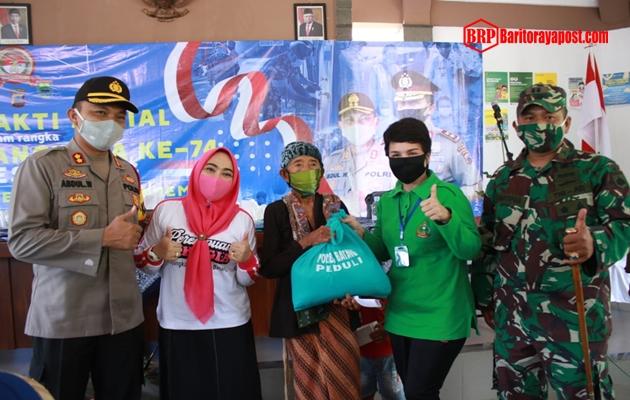 Sambut Hari Bhayangkara ke-74, Kapolres dan Dandim 0736 Batang Bagikan Sembako untuk Warga Kurang Mampu