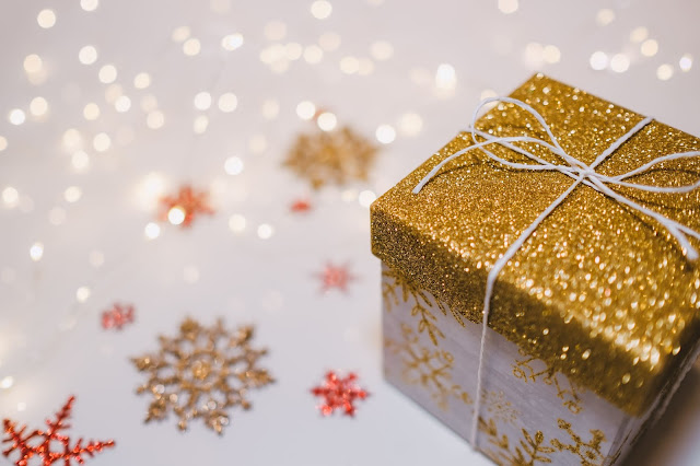 Little Christmas gift box Photo by freestocks.org on Unsplash
