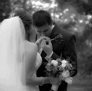 صور لحظات حب ورومانسية ساخنة جدا للعشاق والمحبين بجنون