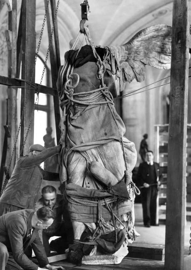12 November 1939 worldwartwo.filminspector.com Winged Victory of Samothrace