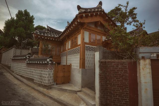 Букчон - район Сеула с традиционными домиками - ханоками.