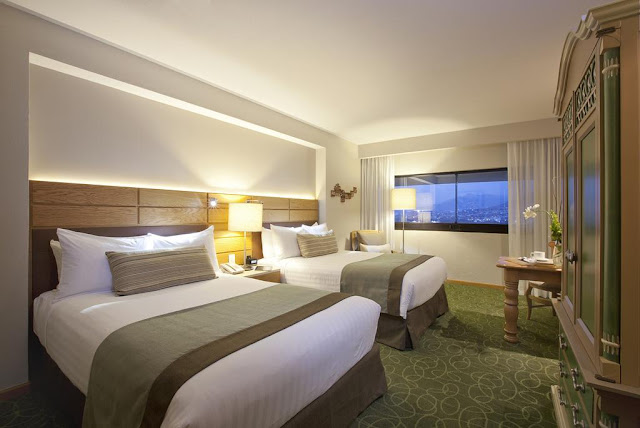 Book a calming and convenient stay at Marriott Tuxtla Gutierrez Hotel, with the spa for pampering, 24-hour room service for cravings and prime shopping only. Book with Travelhoteltours now!