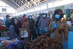 Dukung Maklumat Kapolri, Pemkab Batang Sosialisasikan Social Distancing Di Pasar