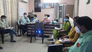 मातृ मृत्यु के मूल कारणों को चिन्हित कर काम करने की है जरूरत : अपर निदेशक डॉ. अल्पना बरतारिया  अब फोन के माध्यम से उच्च जोख़िम वाली गर्भवती का किया जाएगा फॉलो अप मातृ मृत्यु को ऑडिट करने वाली टीम का हो पुनः प्रशिक्षण मण्डल स्तरीय मातृ मृत्यु समीक्षा में अपर निदेशक डॉ. अल्पना बरतारिया ने दिये निर्देश