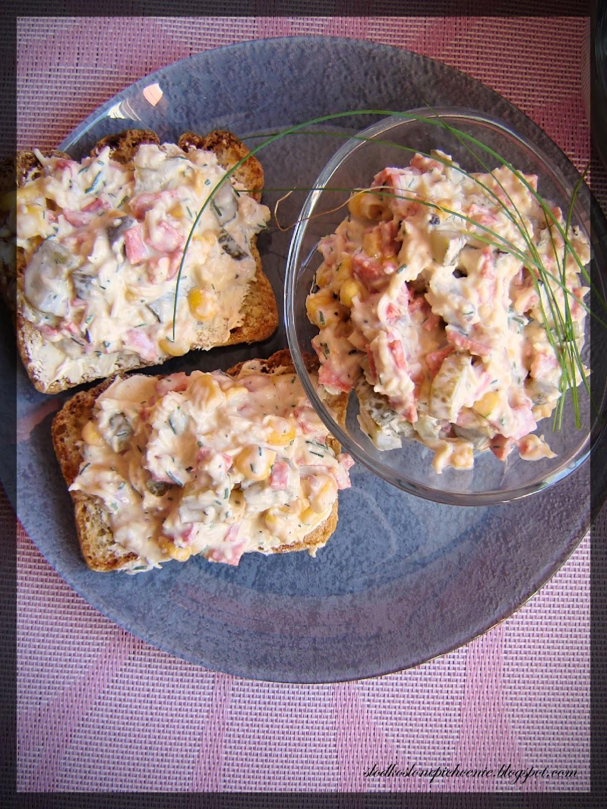 Pasta kanapkowa z serem żółtym i salami