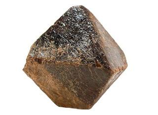 cristal de pirocloro de habito octaedrico