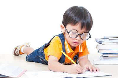 Membuat Anak Menyukai Baca Tulis Sejak Usia Dini
