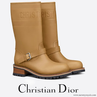 Beatrice Borromeo wore a new camel colored embossed calfskin boot from Christian Dior