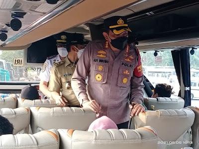 Kapolres Metro Jakarta Barat dan Wakil Walikota Jakarta Barat Sidak Terminal Bus Kalideres Menjelang Idul Fitri 2021