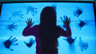 Poltergeist 2015 Movie Review2