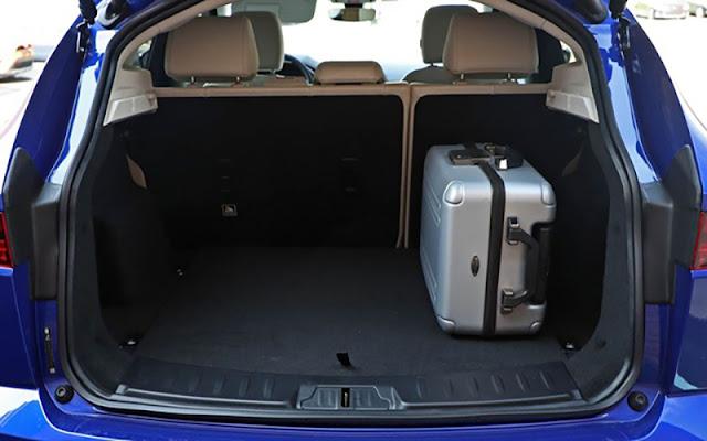 Jaguar E-Pace có khoang chứa đồ rộng rãi và giải pháp chứa đồ thông minh