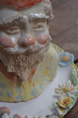 Petit nain de jardin sur assiette céramique- créa Cathy Vagnon