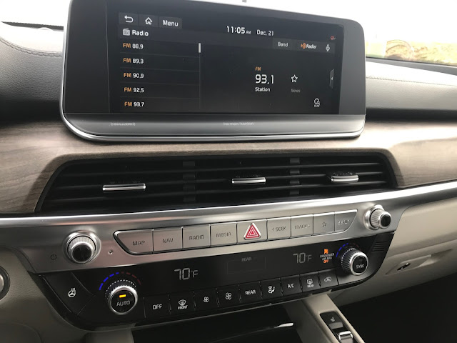 Infotainment screen in 2020 Kia Telluride