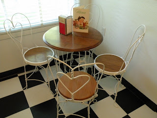 Jim S Vintage Soda Fountain Table And 4 Chairs With White