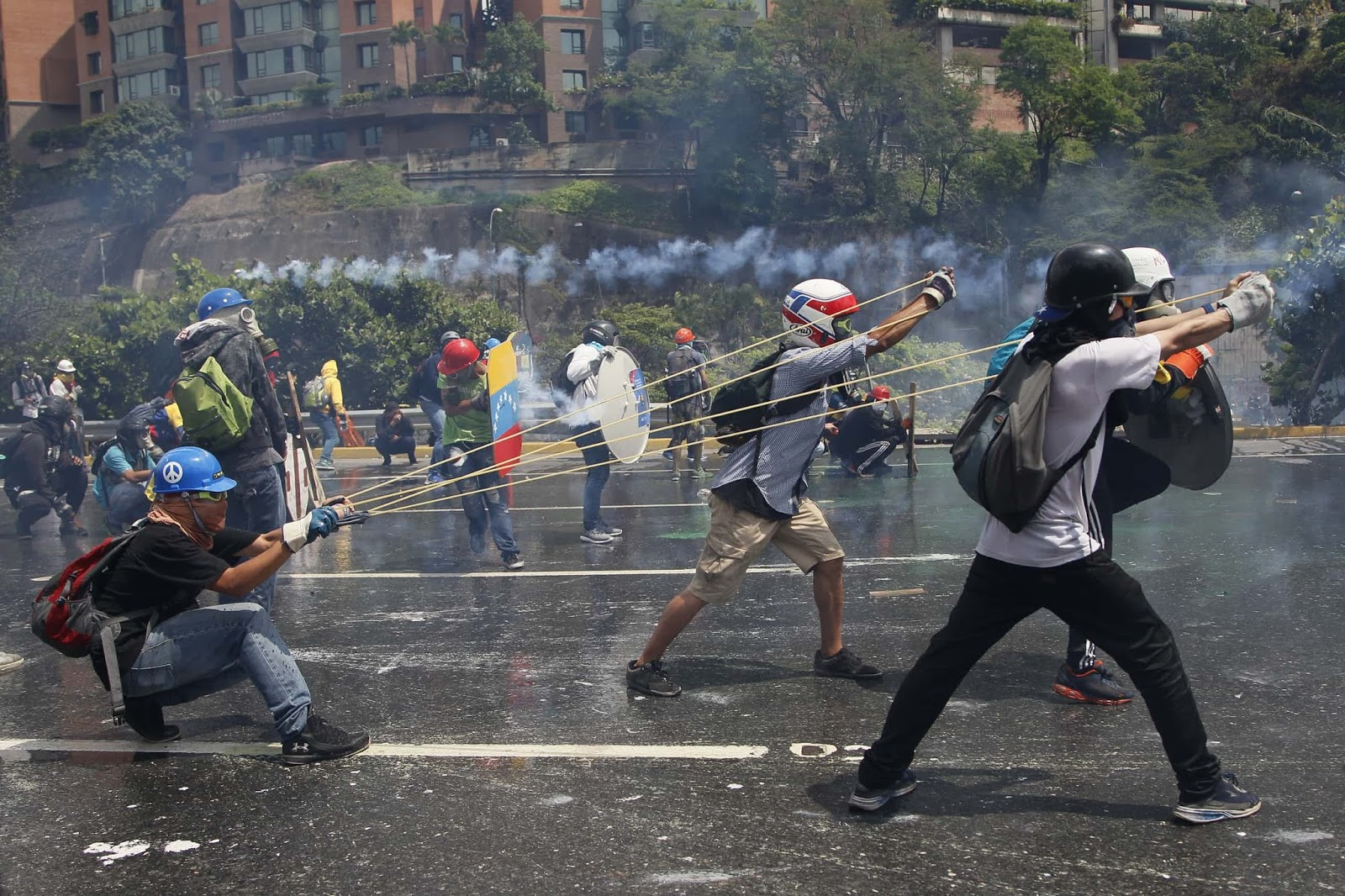 25 Of The Most Intriguing Pictures Of 2017 - Anti-government protesters in Caracas, Venezuela
