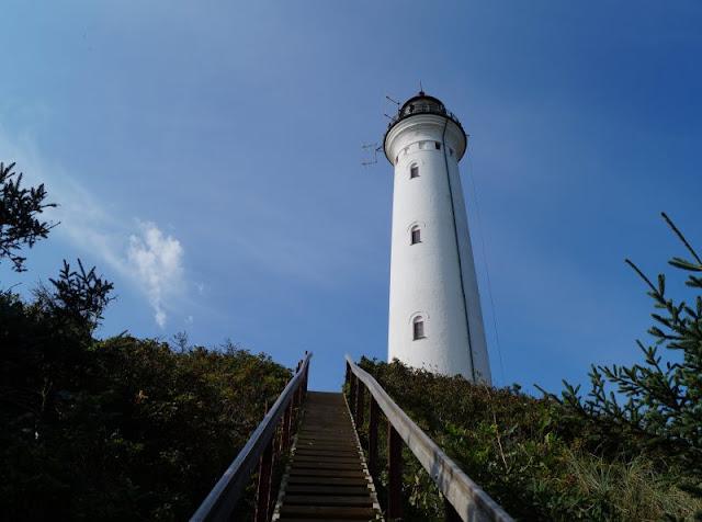 Rund um den Ringkøbing Fjord, Teil 2: Der Hafen und der Leuchtturm von Nørre Lyngvig. Nr. Lyngvig Fyr ist ein imposantes Leuchtfeuer an Dänemarks Westküste.