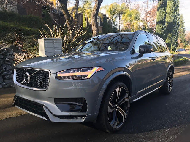 Front 3/4 view of 2020 Volvo XC90 T6 R-Design