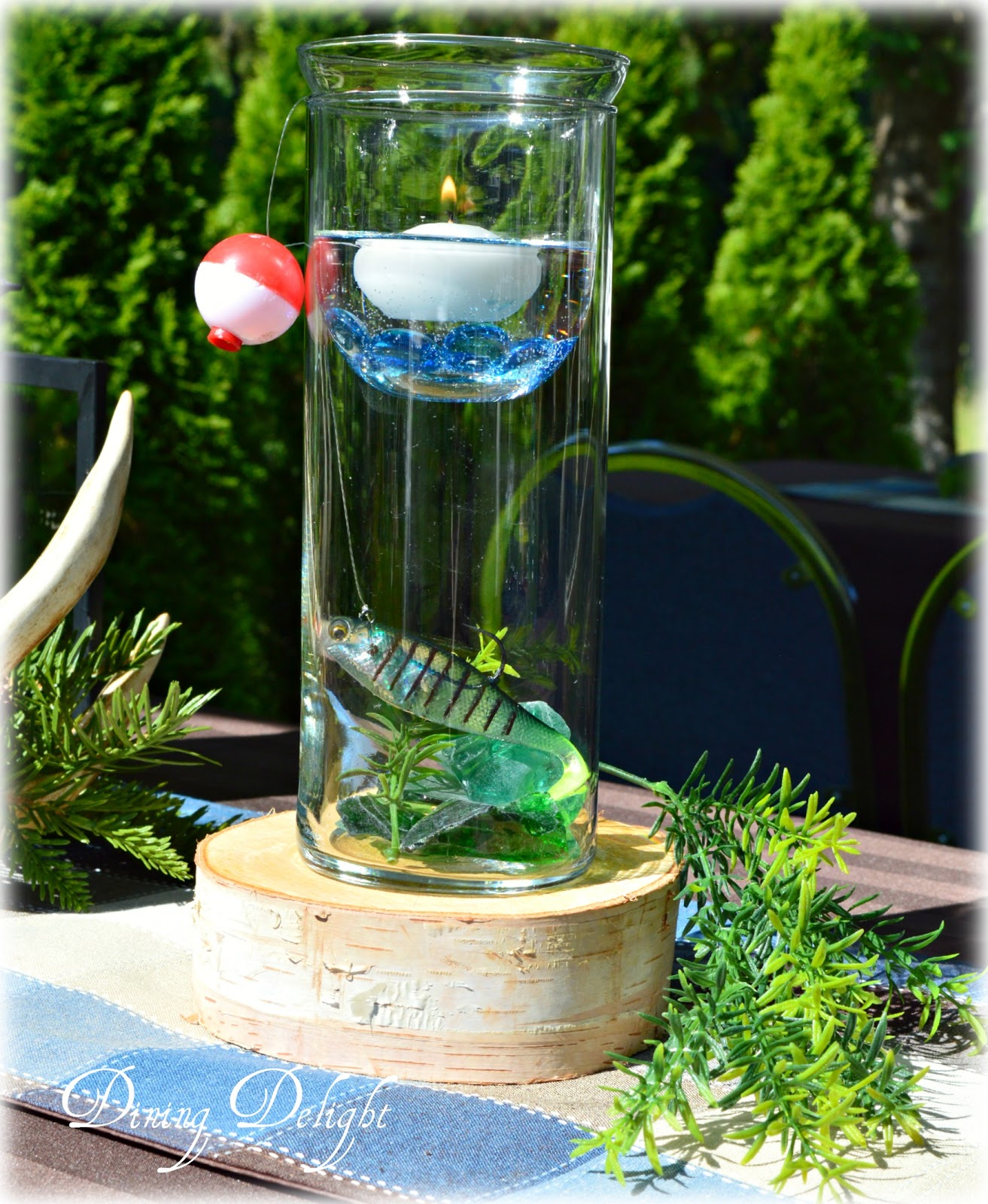 Dining delight fishing centerpiece in cylinder vase - Centre de table vase cylindrique ...
