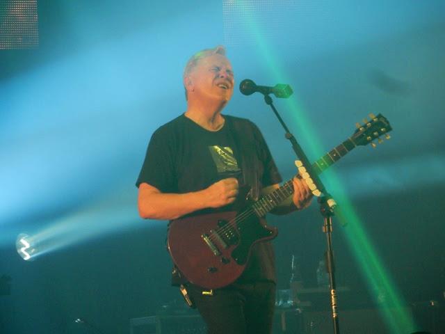 New Order apresenta seu show de dance rock em São Paulo