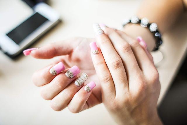 Jak zrobić paznokcie żelowe w 5 krokach?