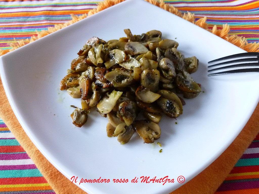 Il pomodoro rosso di mantgra champignon trifolati alla birra - Come cucinare champignon ...