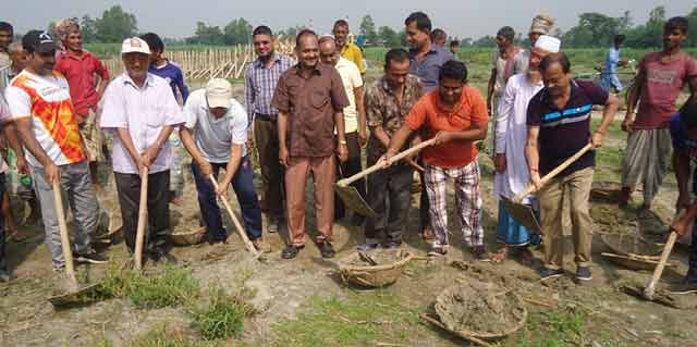 Road construction in voluntary labor in Bakshiganj