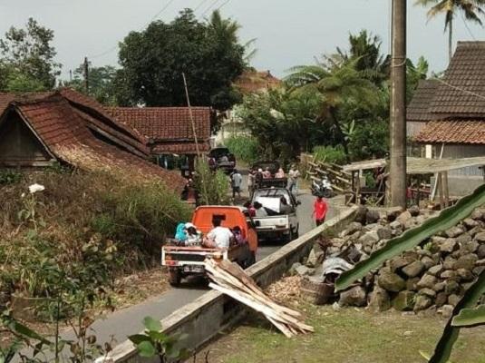 Evakuasi Dimulai Saat Gunung Merapi Paling Aktif di Indonesia Bergemuruh