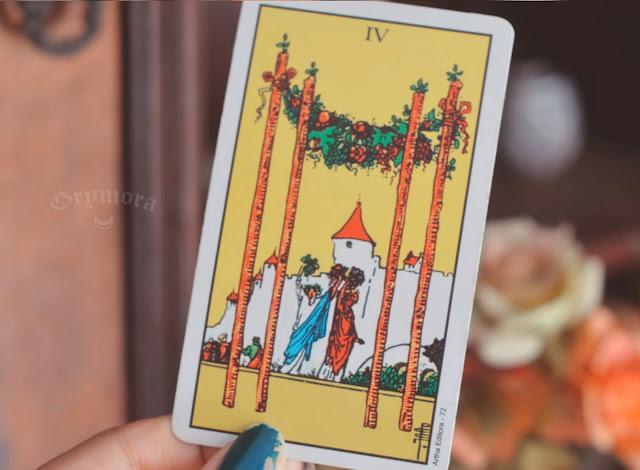 Significado da Carta 4 de Paus no Tarot do amor, dinheiro e trabalho, na saúde, como obstáculo ou invertida e como conselho