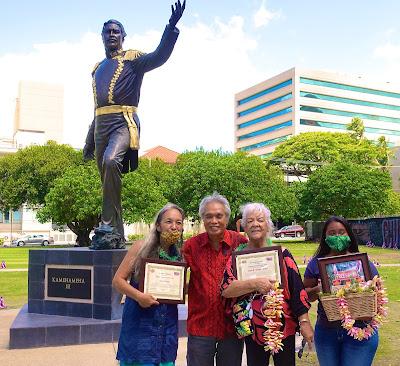 Koani Foundation Director Leon Siu  Presents The Awards To Laulani Teale (Left) & Leota Souza(Second From Right) On Behalf Of The Late Pilipo Souza