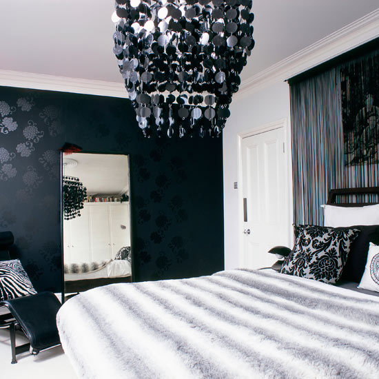 Black And White Pictures For Bedroom Wall Decor For Small Bedroom Bedroom Sitting Room Design Ideas Bedroom Carpet Design Ideas: Elegan Dan Glamour Kamar Tidur Dengan Wallpaper Hitam