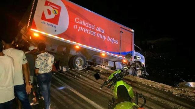 hoyennoticia.com, En Tasajera otro camión se volcó en la vía