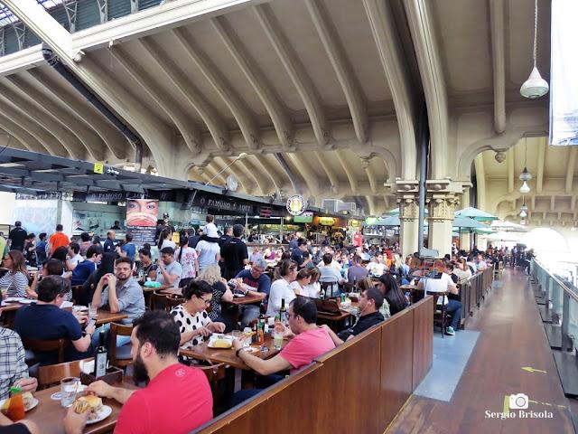 Vista ampla do Mezanino Gourmet - Mercado Municipal de São Paulo - Centro