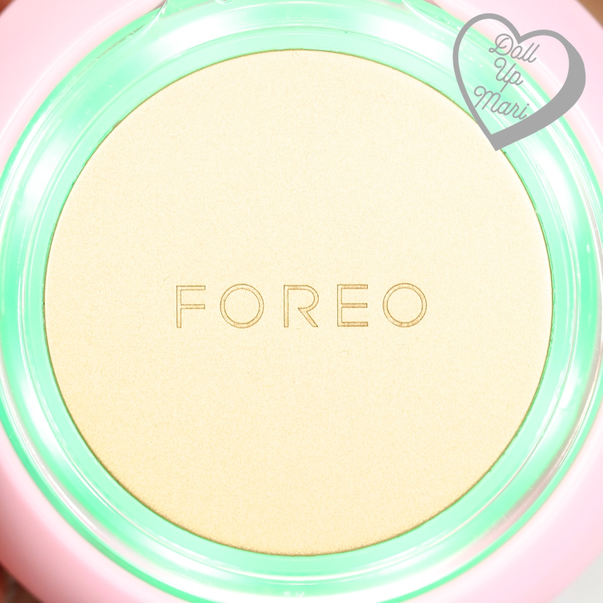 FOREO UFO Smart Mask Device with green LED light during cryo-therapy phase