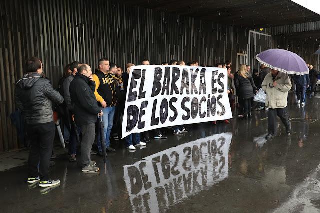 Protesta de socios en Lasesarre