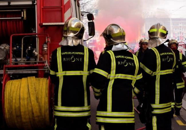 Lyon : Ce dimanche un pompier agressé à la hachette devant sa caserne