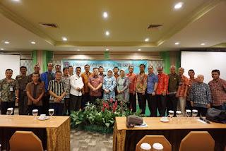 Wakil Bupati Sekadau Aloysius, SH, M.Si menutup workshop penyusunan indikator kinerja utama Kabupaten Sekadau di Hotel Kini, Pontianak, Jumat (10/3). Dalam workshop itu telah menghasilkan 5 tujuan, 11 indikator tujuan, 15 sasaran strategis dan 27 indikator sasaran strategis.