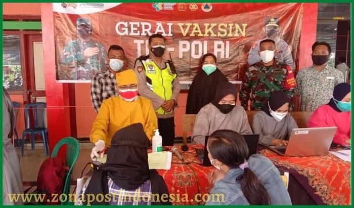 Ini Yang Dilakukan Bidan Desa Pelalangan Untuk Menarik Minat Warga Ikut Vaksinasi
