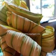 Ketupat daun palas menu warisan Hari Raya