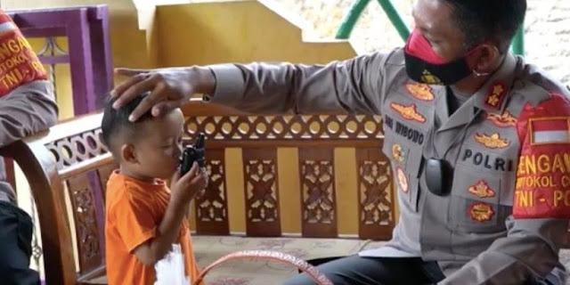Kapolres Semarang Sambangi Satu Persatu Yatim Piatu Korban Covid, Tak Kuasa Nahan Tangis