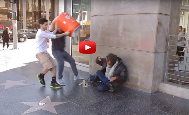 Έτρεξαν προς τον άστεγο και του έριξαν νερό. Η συνέχεια όμως ΔΕΝ είναι αυτή που φαντάζεστε! [βίντεο]